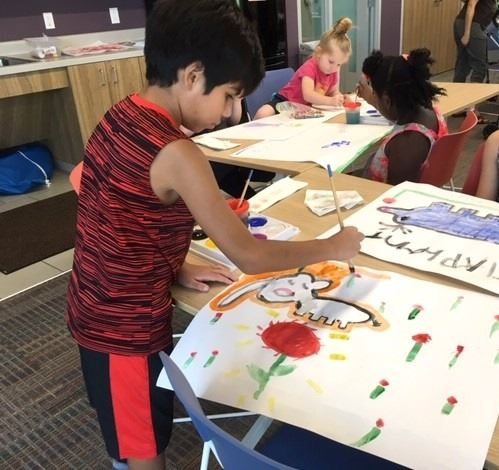 Craft Cart Story Club - Children painting